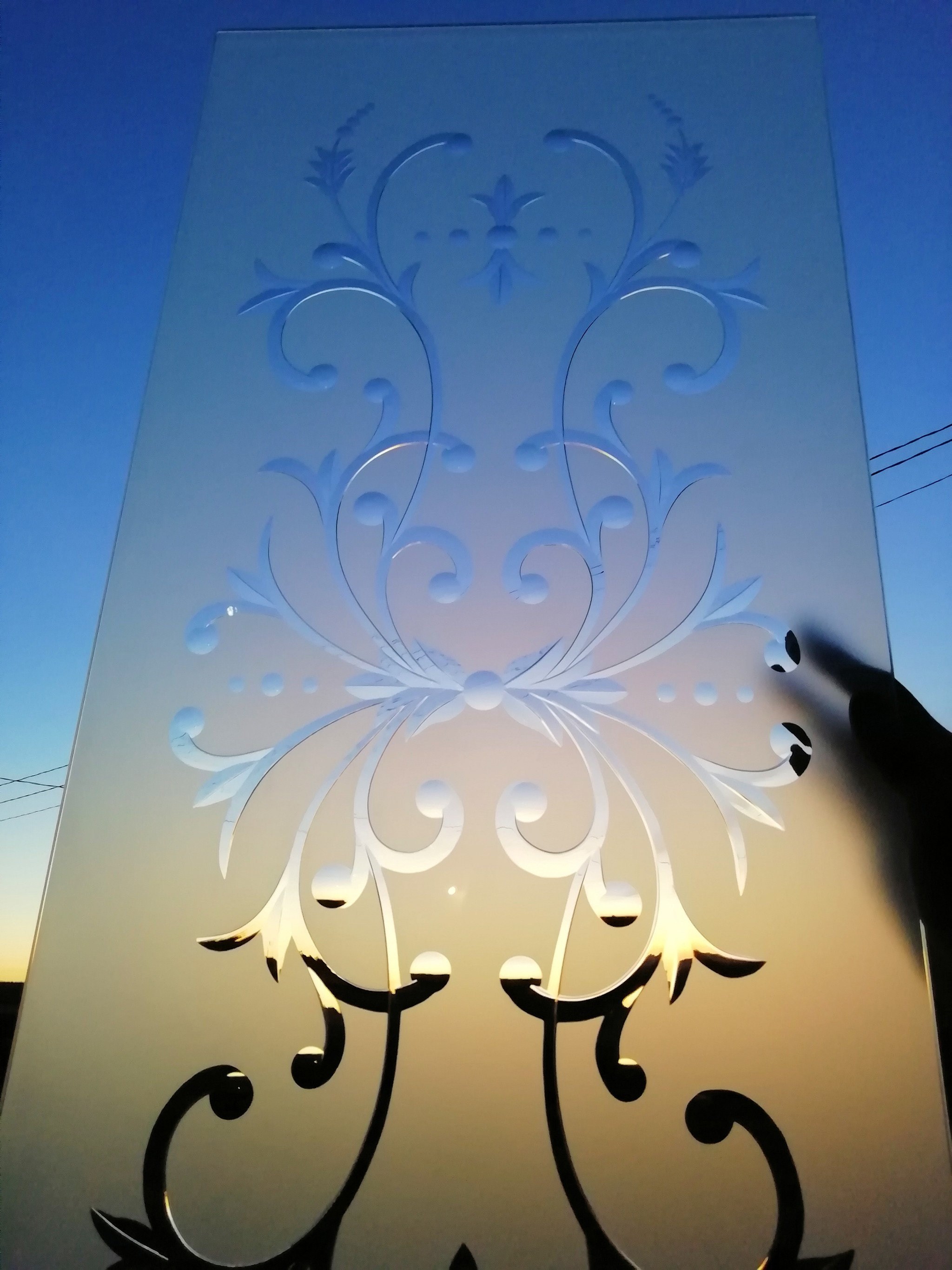 Brilliant cutting on frosted glass