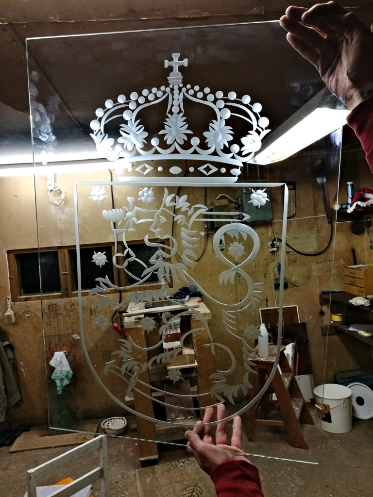 Raakahiottu peili